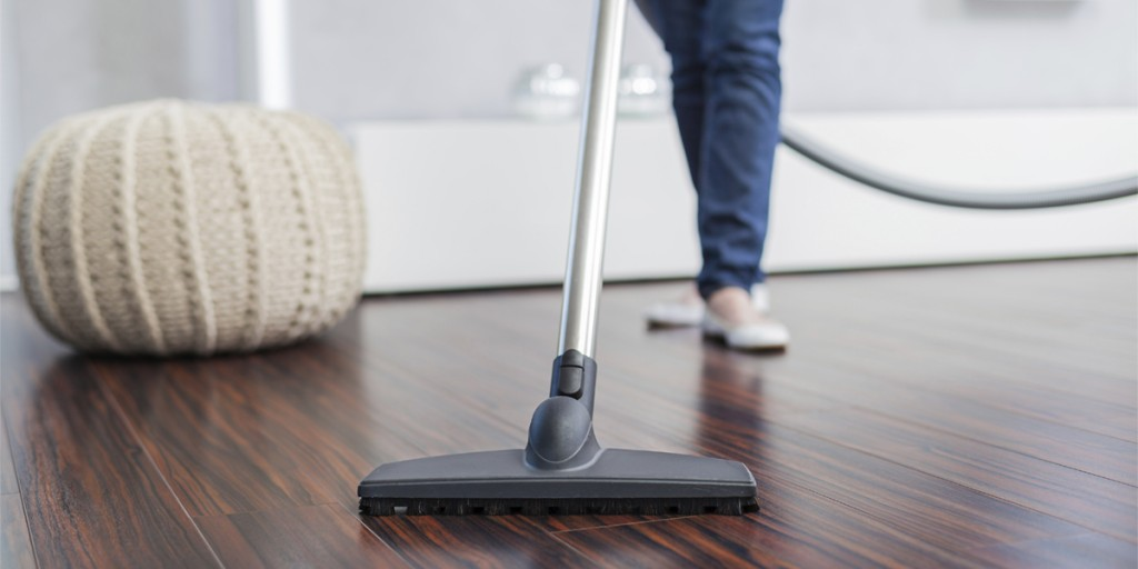 2.Cleaning hardwood floors with an electric broom